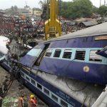 रेल र स्कुल बस ठक्किदा भारतमा सत्र बालबालिकाको मृत्यु