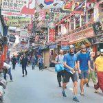 काठमाडौं महानगरपालिकाकाभित्री सडकमा इँटा र ढुङ्गा