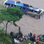 काठमाडौं आउँदै गरेको बस त्रिशुली नदीमा खस्यो,३ जनाका मृत्यु, १४ को उद्दार