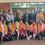 नेपाली महिला भलिबल टोलीलाई विमानस्थलमा भब्य स्वागत, जनही ३ लाख पुरस्कार